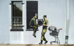 Looting-soldiers